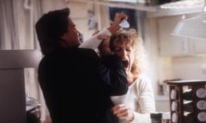 Glenn Close attacks Michael Douglas in Fatal Attraction