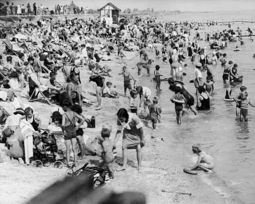 Holidaymakers at Canvey Island in 1935.