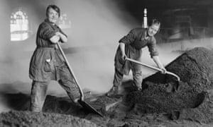Women war workers feed charcoal kilns, circa 1916.