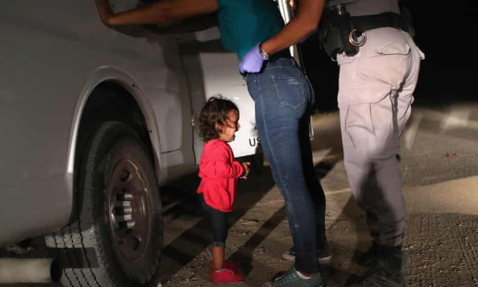 Mother and child detained on the US-Mexico border