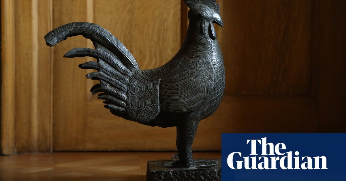 Cambridge college to be first in UK to return looted Benin bronze