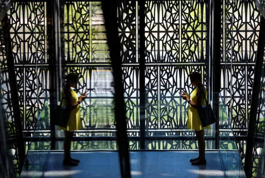 The patterns of the museum's filigree, bronze-finished screens derive from the decorative metalwork created by African American craftsmen in cities such as New Orleans and Charleston.