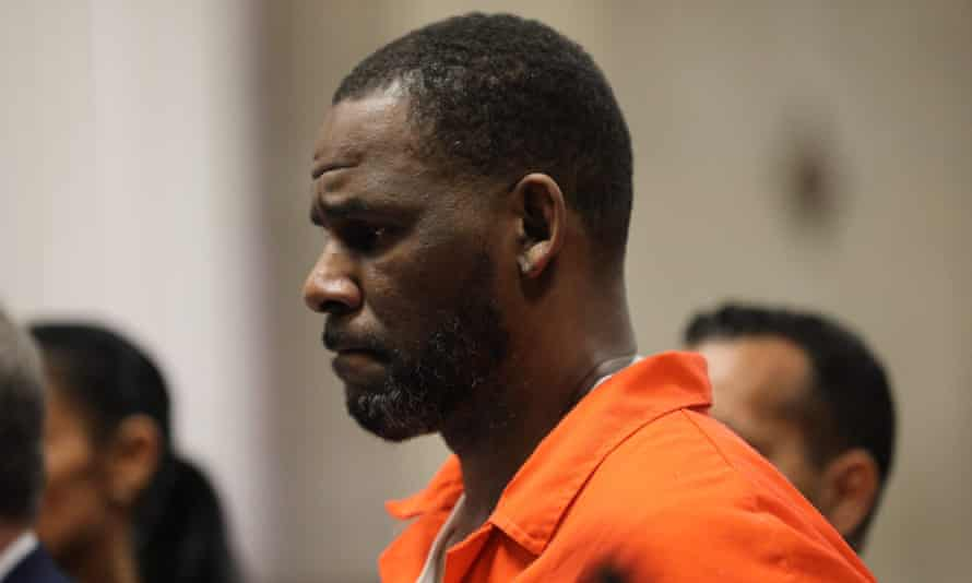 R Kelly appears during a hearing at the Leighton criminal courthouse in Chicago, Illinois