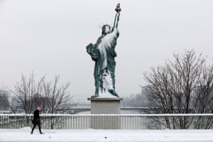 A Statue of Liberty replica on the Pont de Grenelle Bridge