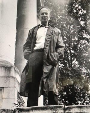 Leon Kossoff photographed by Bruce Bernard in Spitalfields, London, in the 1980s.