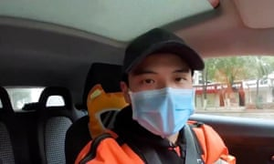 Li Zehua livestreaming from his car in Wuhan while he was being followed