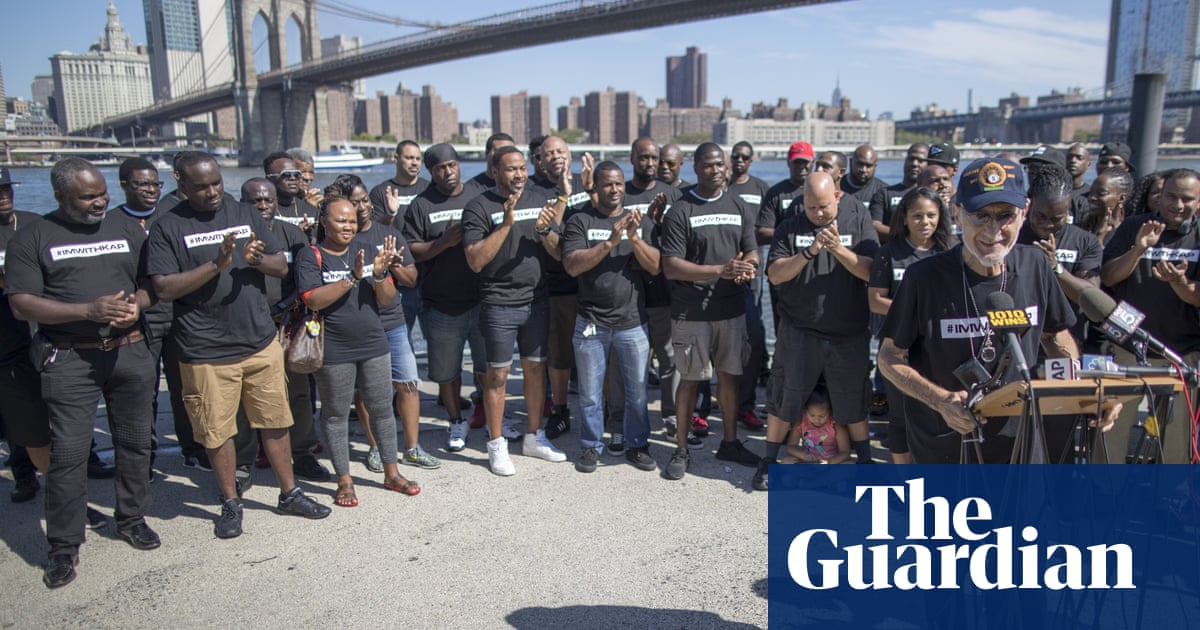 48c7425bc91c3 New York City police take a knee at rally in support of Colin Kaepernick