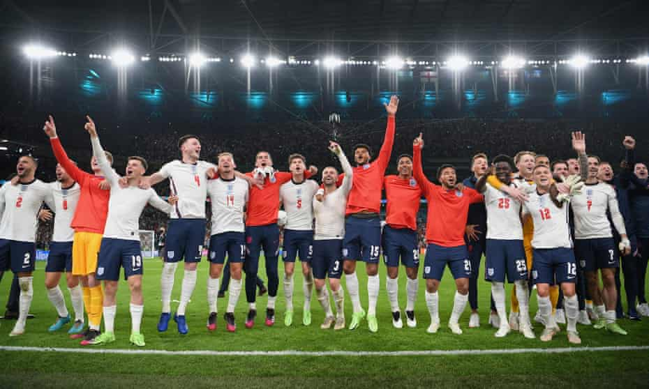 Players of England celebrate after victory.