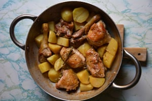 Lemony chicken with rosemary and potatoes and seasoned with anchovy.