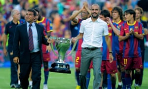 Joan Laporta (left) shows off the La Liga trophy with Pep Guardiola and Barcelona players in 2010.
