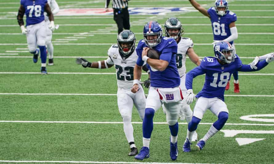 Daniel Jones made the Eagles look foolish a few times during Sunday's game