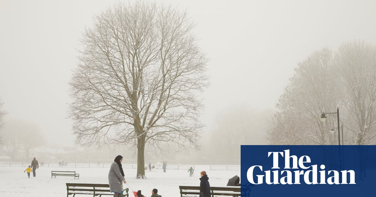 UK weather: warnings of significant snowfall on Thursday