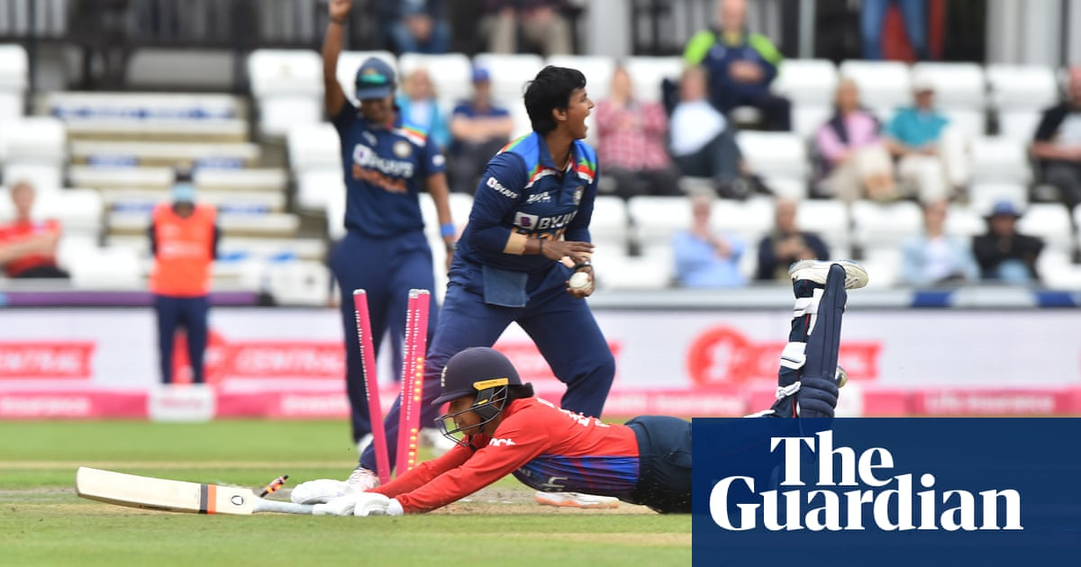 England women collapse in second T20 as India keep series alive