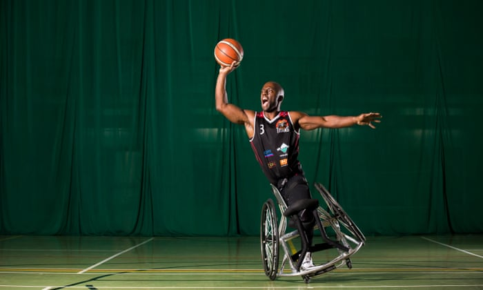 """Il mio allenamento: Tyler Saunders, 33 anni, giocatore di basket su sedia a rotelle: """"Scatto, sono felice"""""""