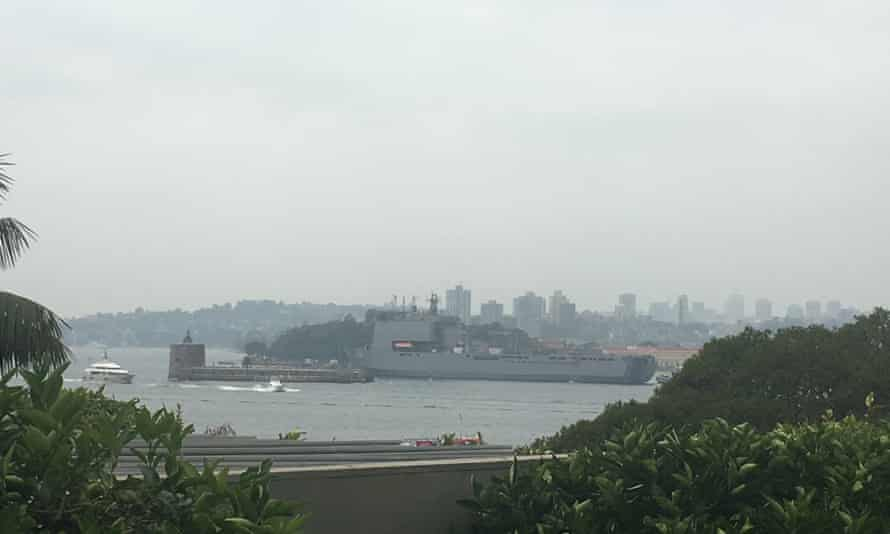 Navy ship HMAS Choules leaves Sydney headed for fire-devastated coast of Victoria