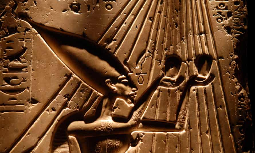 Part of a Balustrade depicting the aten (sun), Akhenaten and the royal family.