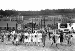 Shift change at the Y-12 uranium enrichment facility.