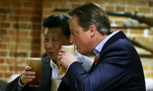 David Cameron drinks a pint of beer with Chinese President Xi Jinping