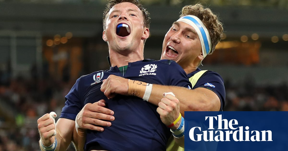 Scotland run in nine tries to hammer Russia and keep World Cup hopes alive