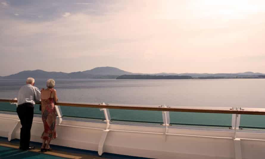 Cruise ship passengers bid farewell to Corfu