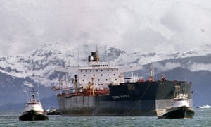 Tugboats tow the oil tanker Exxon Valdez off Bligh Reef in Prince William Sound 05 April 1989