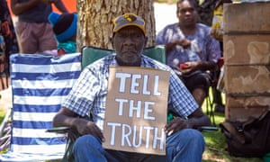 Quentin Walker Jurrah protests in front of the Alice Springs police headquarters over the death of his grandson.