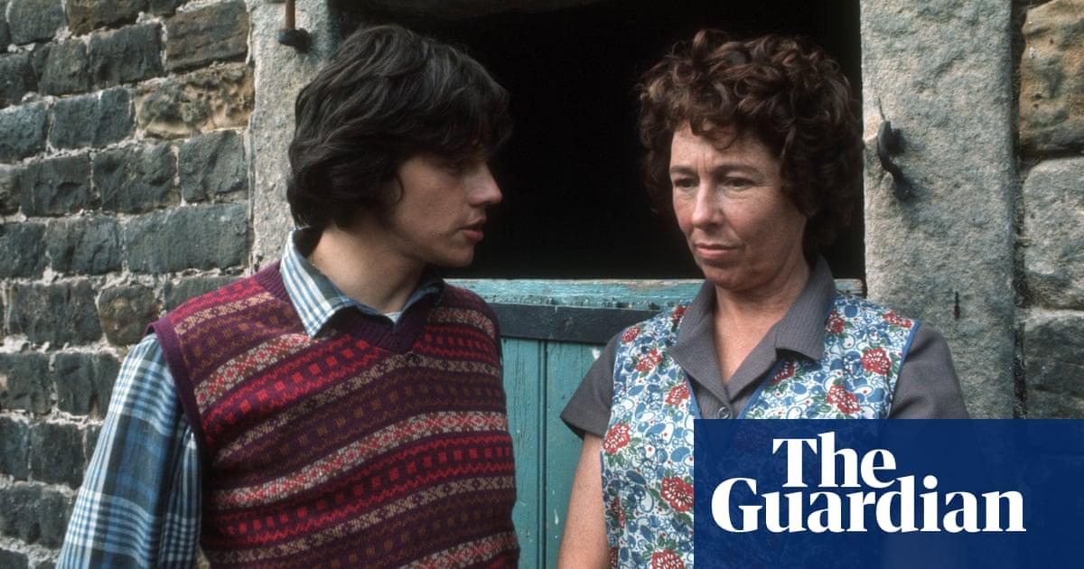 4558 - Sheila Mercier, who played Annie Sugden on Emmerdale, dies aged 100 | Television & radio