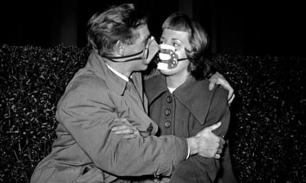 A couple in London, in 1952, wearing masks because of air pollution.