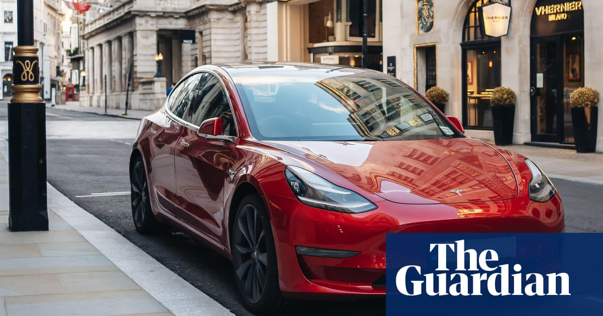 Tesla's market value nears $1tn after Hertz orders 100,000 vehicles