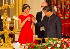The Duchess of Cambridge toasts Xi Jinping at Buckingham Palace.