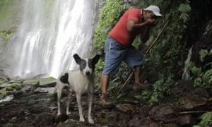 Henry and his dog Duque inside the caldera, Los Tuxtlas