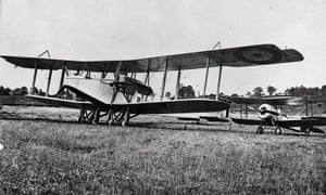 Handley Page O/100 bomber and a Bristol Scout C aircraft (right), which were typical of the type flown by first world war pilots.