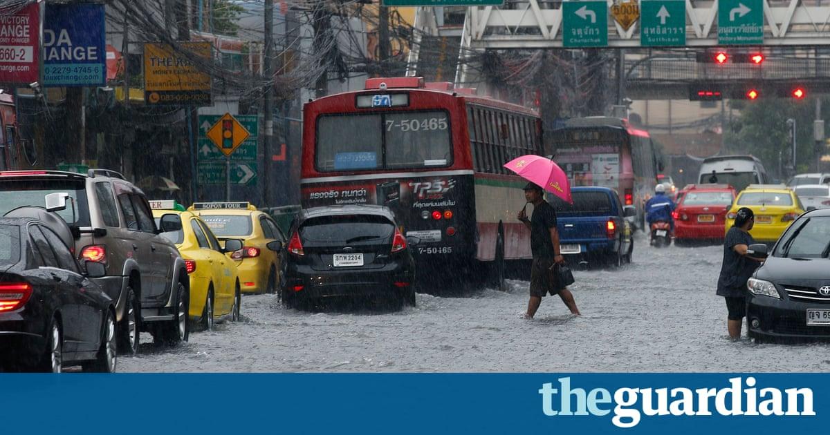 Floods bring rush hour chaos to Bangkok