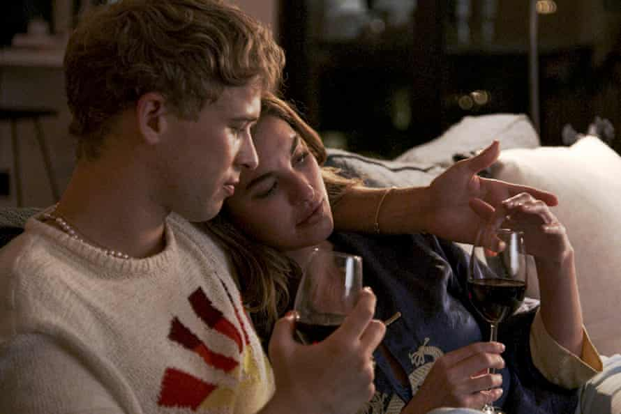 Tommy Dorfman and Rainey Qualley