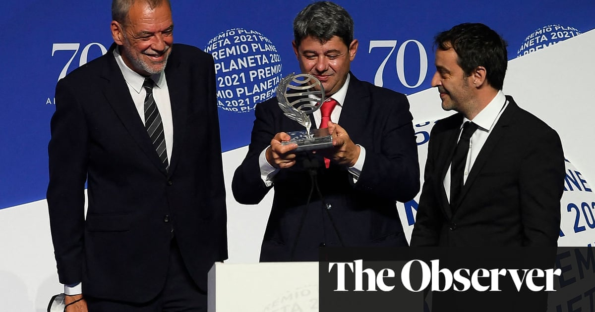 Female Spanish thriller writer Carmen Mola revealed to be three men