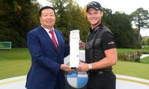 Yan Bin at Wentworth with BMW PGA Championship winner Danny Willett in 2019.