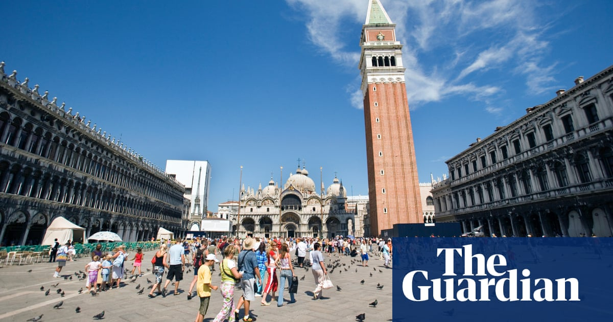 Venice Authorities Step In After Four Tourists Charged 1000 For