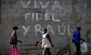 Graffiti reading 'Long live Fidel and Raúl' in Havana, Cuba