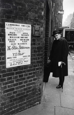 TS Eliot at the stage door, London, 1958
