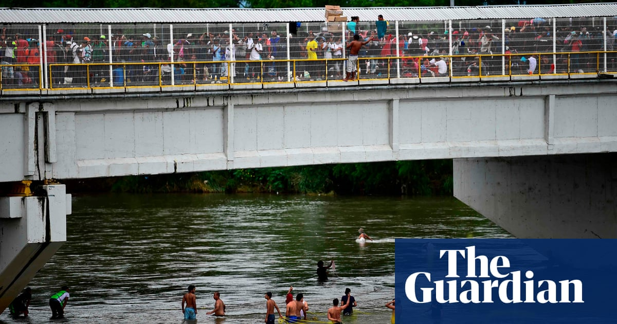 Desperate Central American refugees cross into Mexico from