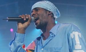 R Kelly performing in 2001.