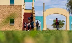 Vista Grande high school. Arizona ranked 45th in average teacher high school pay in 2017.