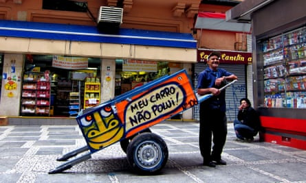 'My car does not pollute!' … a carroça painted by Mundano.