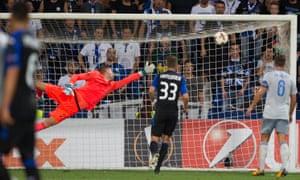 Everton keeper Maarten Stekelenburg is beaten by Alejandro Gomez's fantastic finish.