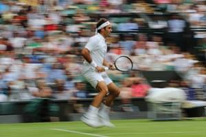 Federer takes control against Berrettini.