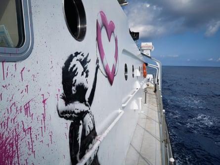 Le navire est parti en secret mardi dernier du port maritime espagnol de Burriana, près de Valence, et se trouve maintenant en Méditerranée centrale où il a déjà effectué sa première mission.