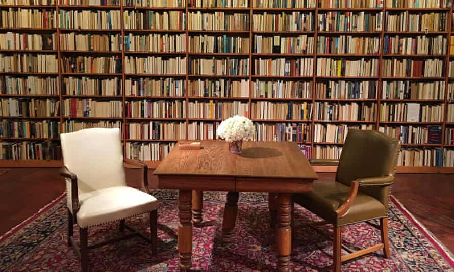 Time to rearrange the shelves … the Cleveland store Loganberry Books, celebrating Women's History Month in 2017 by turning all books by men in the fiction room backward.