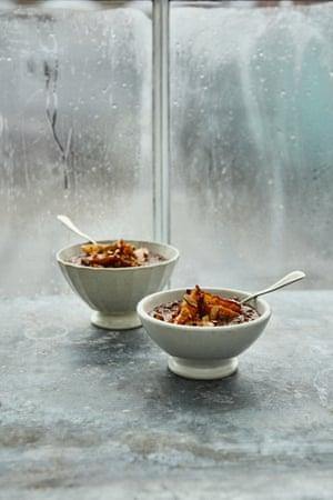 Chocolate rye porridge with quick honey pears