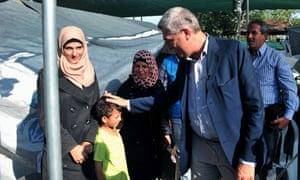 The UN high commissioner for refugees, Filippo Grandi, during his visit to the refugee camp of Lagadikia.