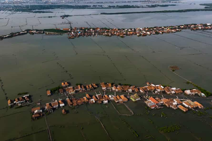 Villages in Demak are now surrounded by water due to rising sea levels. It used to be surrounded by fertile land until the sea began to get closer in about 1995. The villagers, once farmers, became fishermen.
